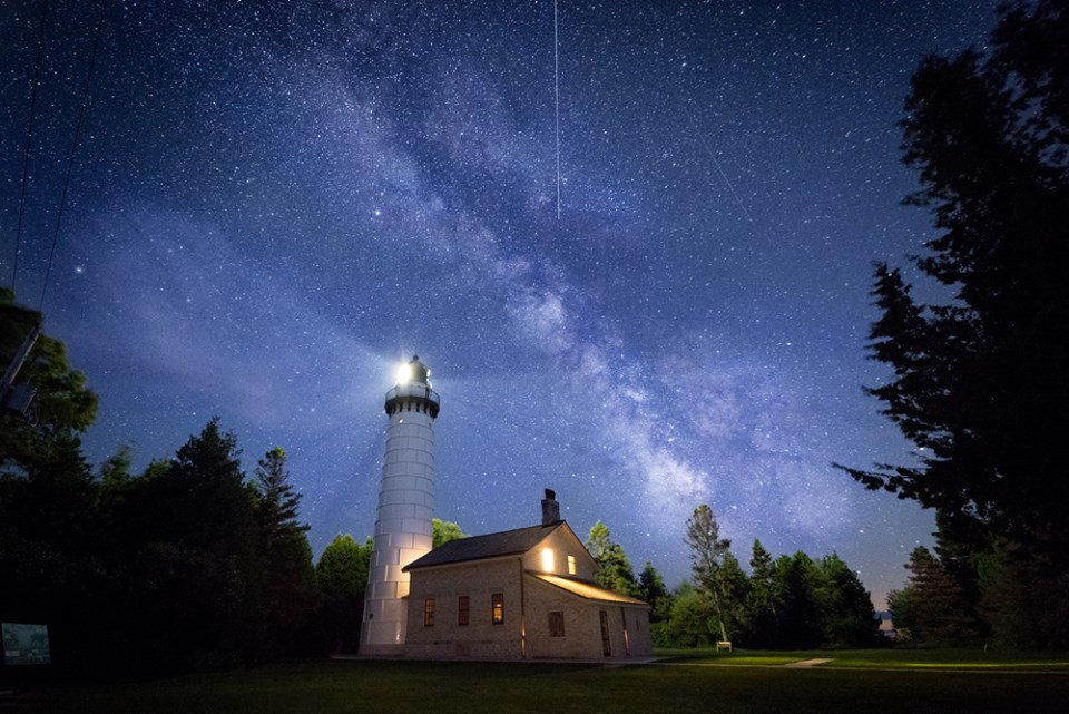 18 Jaw-Dropping Wisconsin Lighthouse Photos