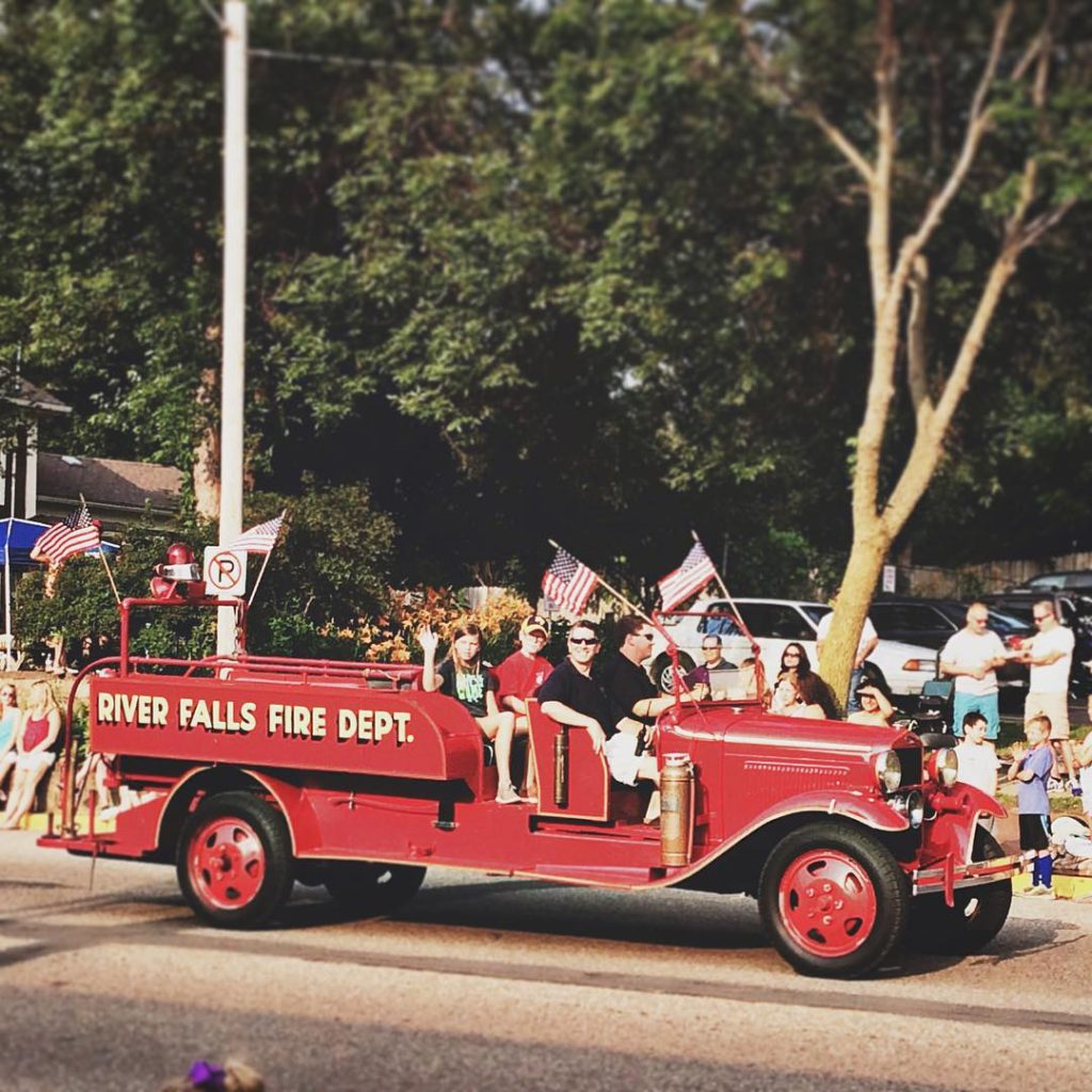 River Falls Days parade [Photo by @laurenckaminski, Instagram]