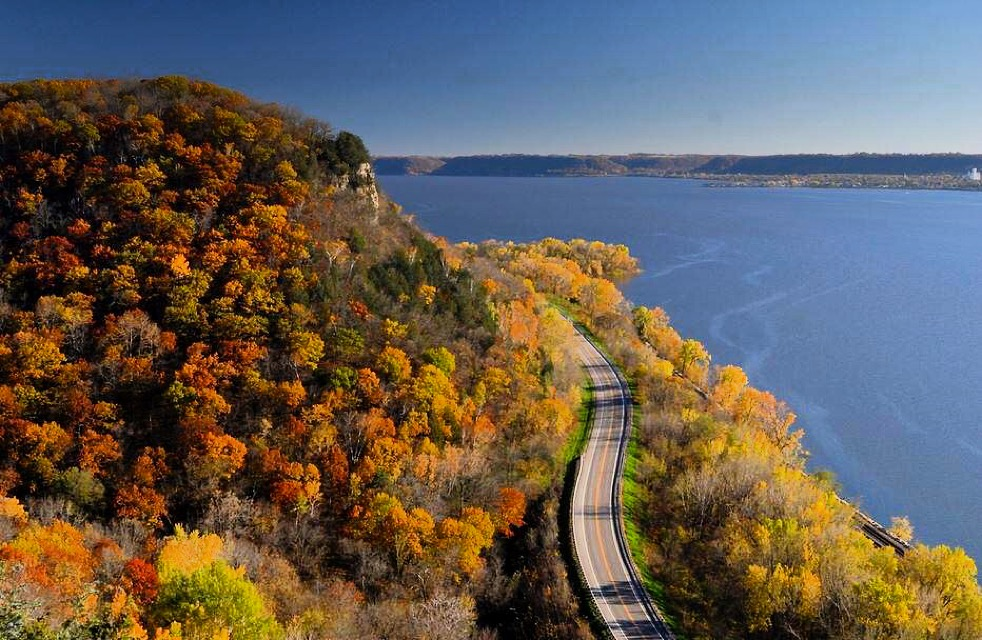Best Road Trips for Fall Foliage in Wisconsin
