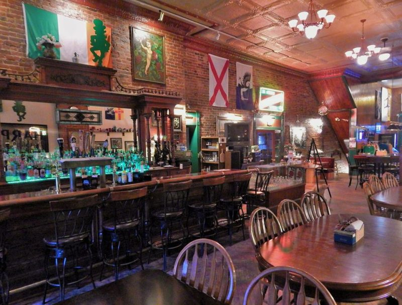 10 Legendary Bars in Wisconsin