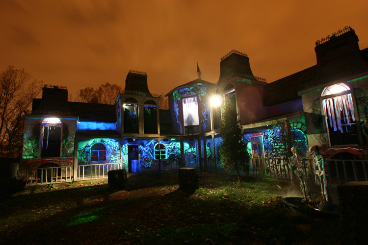 10 of Wisconsin's Best Haunted Houses, Forests and More